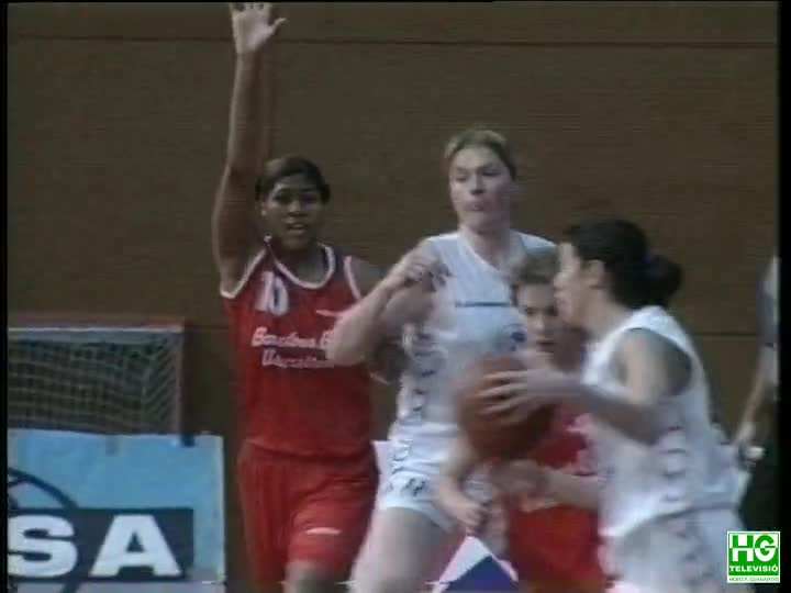 Basquet femeni debut jugadora Pollyana Johns de l'Universitari